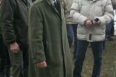Jan Fischer ve společnosti ministra zemědělství Jakuba Šebesty a Jana Hůdy z Rybářství Třeboň.