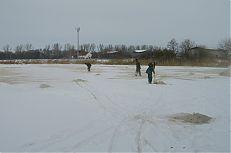 Aplikace vápenatých hnojiv na led na rybníku Hyndrlov.