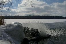 Aerační technika na led na rybníce Jamský.