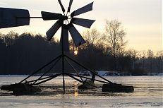 Paulatův větrný rozmrazovač na rybníce Svět.