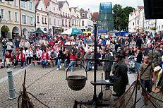 Na náměstí se odehrával hlavní program slavností.