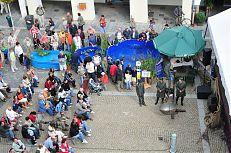 Ukázky ryb v bazénech na náměstí.
