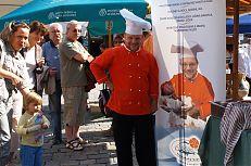 Kuchař Petr Stupka - příprava jídel z polotovaru Kapří.