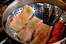 Vaření rybího masa.