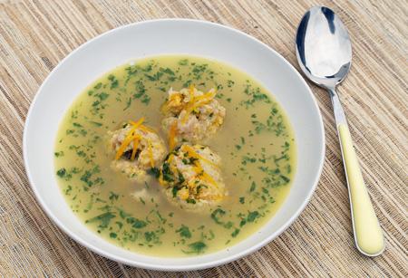 Rybí polévka sknedlíčky